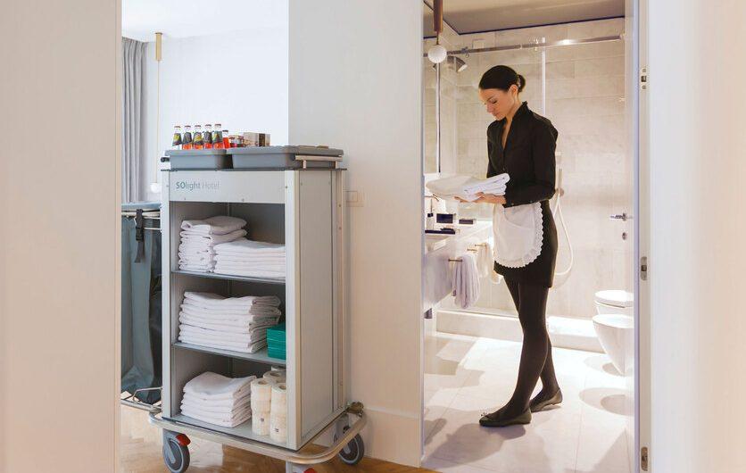 Utiliser un chariot de nettoyage dans un hôtel : les avantages